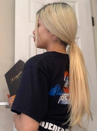 Beauty With Blonde Clip In Hari Extensions